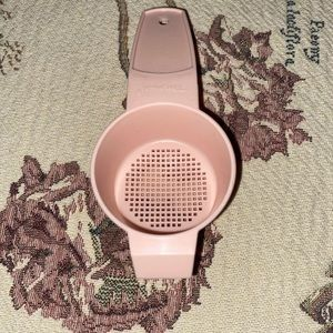 TUPPERWARE MINI SIFTER STRAINER PINK